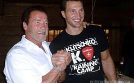Арнольд Шварценеггер посетил тренировочный лагерь Владимира Кличко