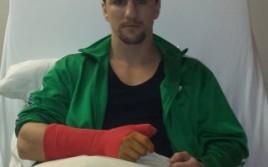 Марко Хук сломал палец, бой с Ларджетти отменён