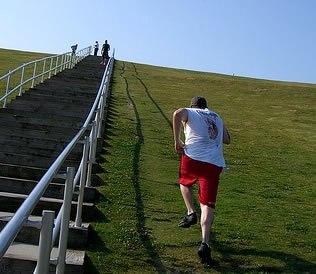 Упражнение для ног - бег по холмам