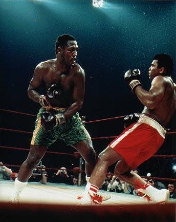 Джо Фрейзер посылает Али в нокдаун