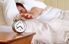 Для успешного пробуждения будильник должен быть подальше от кровати