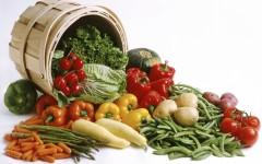 Полезные продукты, выкатывающие из бочки