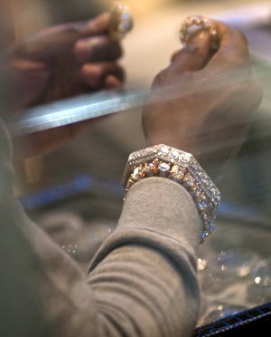 150530_ Mayweather jewlry shopping Pristine Jewelrs_ JC Rice