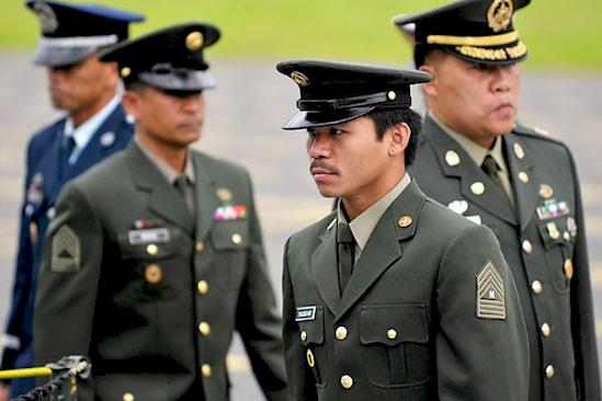 Мэнни в военной форме