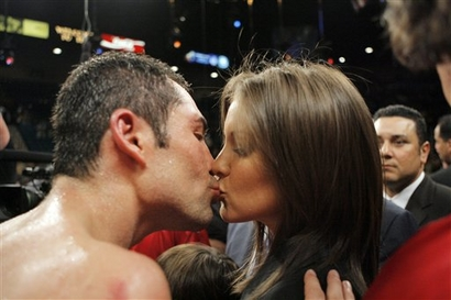 Oscar De La Hoya, left, kisses his wife Millie Corretjer after losing to Floyd Mayweather Jr. in a split decision following their WBC super welterweight world championship boxing match on Saturday, May 5, 2007, at the MGM Grand Garden Arena in Las Vegas. (AP Photo/Jae C. Hong)