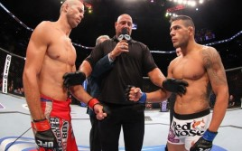 Прямая трансляция турнира UFC on Fox 17: Рафаэль Дос Аньос — Дональд Серроне 2, Джуниор Дос Сантос — Алистар Оверим