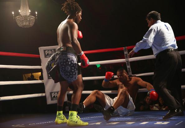 Чарльз Мартин отправил соперника на настил ринга