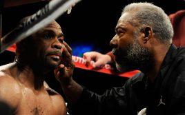 Тренер рассказал, как Рой Джонс пытается добиться боя с Тони Белью