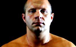Американский трештокер Чел Соннен высказал свое мнение, как Федор Емельяненко должен драться с Фрэнком Миром, который состоится в апреле следующего года в рамках гран-при Bellator в тяжелом весе.