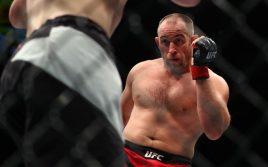 Поединок между Алексеем Олейником и Фабрисио Вердумом может возглавить турнир UFC в Москве
