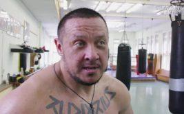 Михаил Кокляев выставил на продажу кепку после боя с Емельяненко