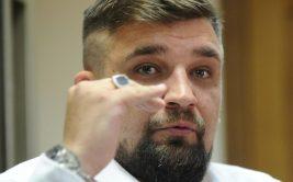 Известный рэпер Василий Вакуленко, он же Баста, прокомментировал пост тяжеловеса ММА Анатолия Малыхина, который пожаловался на боли в спине после длительной поездки в поезде.