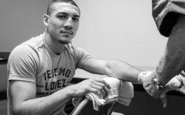 Теофимо Лопес дал прогноз на бой с Камбососом