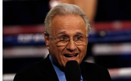 HOUSTON, TX - DECEMBER 15:  HBO boxing analyst Larry Merchant, 81, broadcasts from the Nonito Donaire and Jorge Arce bout at the Toyota Center on December 15, 2012 in Houston, Texas.  Merchant will be ending his 35 year commentary run on HBO. (Photo by Scott Halleran/Getty Images)