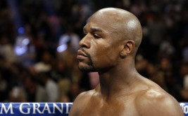 Floyd Mayweather waits for the start of his WBA welterweight and WBC super  welterweight title fight against Marcos Maidana, Saturday, Sept. 13, 2014, in Las Vegas. (AP Photo/John Locher)