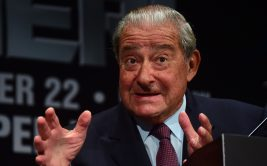 Boxing promoter Bob Arum gestures while speaking at a press conference for boxers Manny Pacquiao and Chris Algieri in Los Angeles, California on September 3, 2014 during a promotion tour for their upcoming welterweight bout on November 22, 2014 in Macau.  AFP PHOTO / Frederic J. BROWN